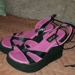 Hot topic wedges